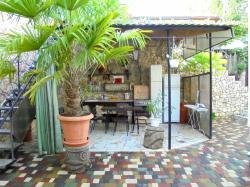 Двухкомнатный домик с беседкой на 3 - 5 человек в Феодосии.