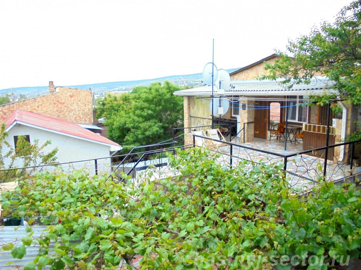 Двухкомнатный домик с террасой на 3 - 7 человек в Феодосии. +79787708200