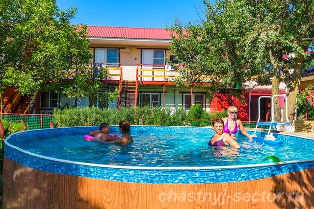 Отдых в Кучугурах частный сектор гостевой дом у моря Темрюк +79182471954