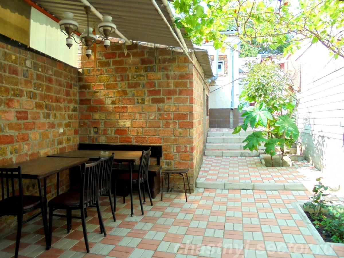 Трехкомнатный дом со своим двором и гаражом,  без хозяев,  в Феодосии. +79787708200