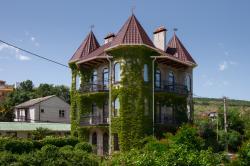 Замок Алустон. Гостевой дом в средневековом стиле.